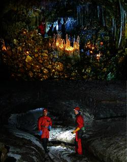 Volcanospéléologie en ISLANDE perspectives scientifiques et émergence du géotourisme